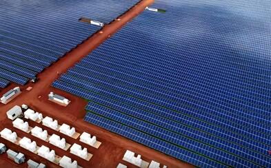 Fosílne palivá už odchádzajú. Tesla vybavila ostrov na Havaji tisíckami solárnych panelov a stovkami batérií