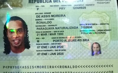 Fotbalistu Ronaldinha chytili s falešným pasem. Vydával se za osobu jiné národnosti