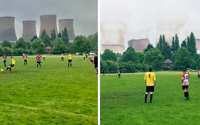 Fotbalový zápas přerušila demolice elektrárny. Hráči místo míče sledovali, jak věže padají k zemi