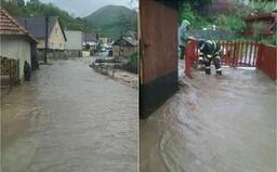 FOTO: Záplavy sužujú čoraz väčšiu časť Slovenska, SHMÚ hlási povodňové výstrahy v mnohých okresoch