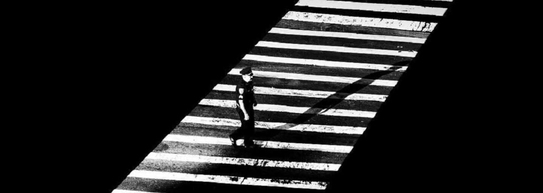 Fotograf má na Instagrame už milión followerov. Na jeho čiernobiele fascinujúce fotky sa nestačí pozrieť len raz