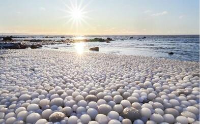 Fotograf natrafil na zvláštne ľadové vajíčka vo Fínsku. Takýto netradičný pohľad sa naskytne len málokomu