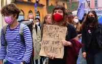"""FOTOREPORT: """"Dochází nám čas!"""" Studenti po celém Česku vyrazili do ulic stávkovat za klima"""