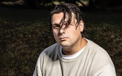 Fotr rapu James Cole se přiznal, že je Čech, gay, má pivní mozol a monopol na flow. G.O.A.T. je zm**ství na druhou