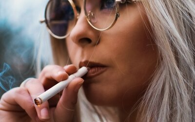 Francie se domnívá, že nikotin může mít ochranné účinky před koronavirem