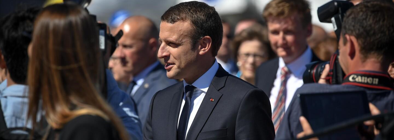 Francúzsko zavádza povinnú občiansku službu pre všetkých 16-ročných. Na mesiac vstúpia do armády, charity či k hasičom