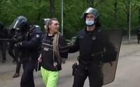 Francouzští policisté rozháněli nelegální rave party 7 hodin. Jeden z účastníků přišel o ruku