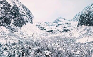 Francúz zostal očarený Slovenskom a s dronom natočil Tatry. Krásne zábery ukazujú našu čarokrásnu zimu