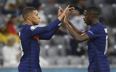 Francúzski futbalisti rasisticky dourážali japonských technikov. Toľko škaredých tvárí, len aby sme mohli hrať hry, smiali sa