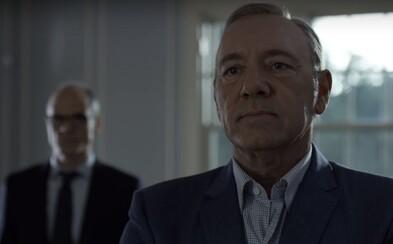 Frank Underwood a jeho manželka Claire idú proti sebe do vojny v prvom traileri pre 4. sériu House of Cards
