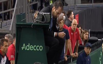 Frustrovaný kanadský tenista napálil míček do tváře hlavního rozhodčího