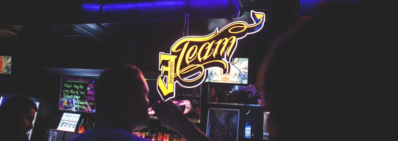 Funky a rap dnes ovládnou Klubovnu 2. Patro na Dlouhé. Přijď se pobavit na jedenáctý We All mejdan