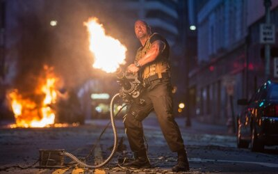 Furious 7 na nových fotkách. Sleduj The Rocka a jeho súboj s Jasonom Stathamom