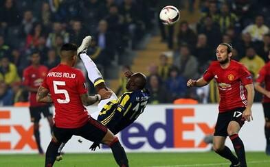 Fotbalová lahůdka. Moussa Sow předvedl ukázkové nůžky proti hvězdnému de Geovi, kterému nedal žádnou šanci