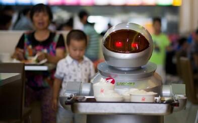 Futuristická čínska reštaurácia, kde obsluhujú a varia roboti