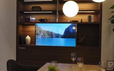 Futuristický televizor od Panasonic vypadá jako kus skla. Když ho zapneš, přemění se na velkou obrazovku
