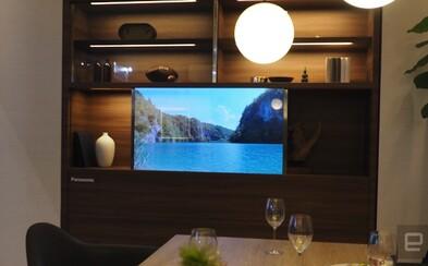 Futuristický televízor od Panasonicu vyzerá ako kus skla. Keď ho zapneš, premení sa na veľkú obrazovku