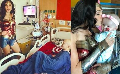 Gal Gadot rozdávala v kostýmu Wonder Woman dobrou náladu v dětské nemocnici