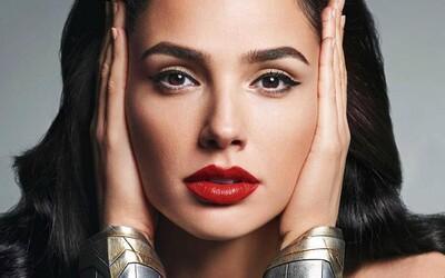 Gal Gadot známa aj ako Wonder Woman sa stala novou tvárou kozmetiky Revlon. Na prvom oficiálnom videu vyzerá božsky