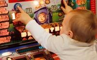 Gambleři v Česku prohráli ještě víc než loni. S hraním má u nás problém až 100 tisíc lidí, obvykle prohrají 50 tisíc měsíčně