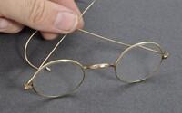 Gándhího brýle se prodaly za více než 7 milionů korun. Aukční dům jejich cenu odhadl na zlomek konečné nabídky