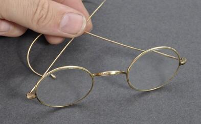Gandhiho okuliare sa predali za astronomických 260 000 libier. Aukčný dom ich cenu odhadol na zlomok konečnej ponuky