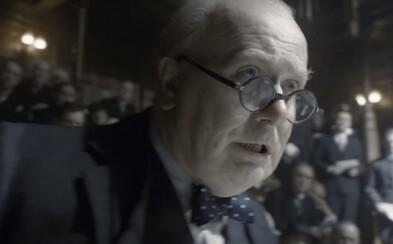 Gary Oldman je Winston Churchill! Najnovší trailer pre drámu Najtemnejšia hodina ukazuje vzostup a boj Churchilla proti Hitlerovi