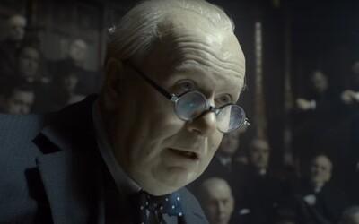 Gary Oldman předvádí jako Winston Churchill ve spin-offu k válečnému Dunkirku strhující a pravděpodobně oscarový herecký koncert (Recenze)