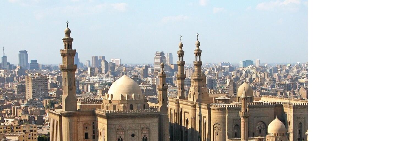 Gayov v Egypte polícia cez zoznamky láka do hotelových izieb, kde ich následne zatýka. Homosexualitu vraj treba vykoreniť