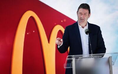 Generálneho riaditeľa McDonaldu vyhodili, nadviazal konsenzuálny vzťah na pracovisku