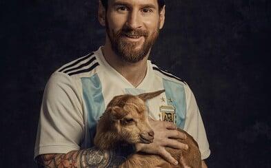 Genialita Lionela Messiho humorne vyniká s kozami v magazíne Paper. Argentínčan je skrátka najlepší futbalista všetkých čias