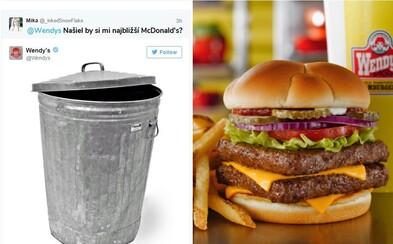 Geniálny zamestnanec amerického fastfoodu si na Twitteri robí srandu zo zákazníkov i konkurencie. Na požiadanie ich dokonca aj zosmiešňuje