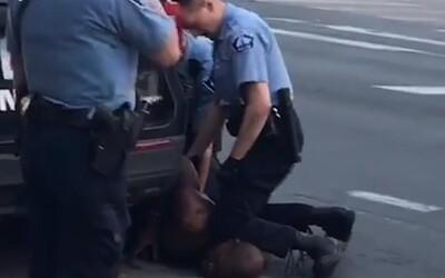 George Floyd před smrtí 20krát řekl policistům, že nemůže dýchat. Ten, který ho usmrtil, se mu vysmál