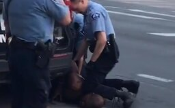 George Floyd pred smrťou až 20-krát povedal policajtom, že nemôže dýchať. Ten, ktorý ho usmrtil, sa mu vysmial