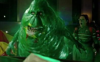 Ghostbusters sa v novom traileri pokúšajú o reparát. Bude z toho nakoniec vtipný reboot?