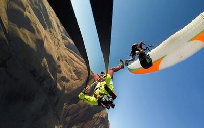 Gigantická hojdačka zavesená na paraglidistovi. Kto by sa odvážil?