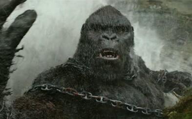 Gigantický kráľ opíc sa s ničím nemazná a v ďalšej porcii veľkolepých záberov pre Kong: Skull Island demoluje všetko, čo mu príde pod ruky