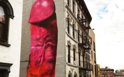 """Gigantický penis """"ozdobil"""" budovu v New Yorku. Po pár dňoch ho nechali premaľovať"""