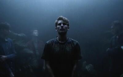 Glass Animals odhalili nový bizarný videoklip ku skladbe Black Mambo