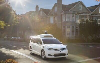 """Google chce budúci rok vyslať na cesty až stovku """"svojich"""" autonómnych áut. Teraz nám ukazuje prvé z nich"""