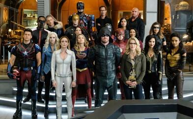 Green Arrow, Supergirl, Flash a mnohí ďalší bojujú bok po boku v akčnom traileri pre obrovský crossover štyroch superhrdinských seriálov
