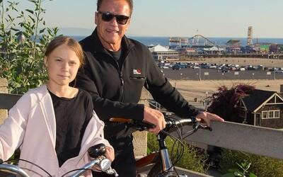 Greta Thunberg jezdila na kole s Arnoldem Schwarzeneggerem. Nemohl se dočkat, kdy aktivistku představí své dceři