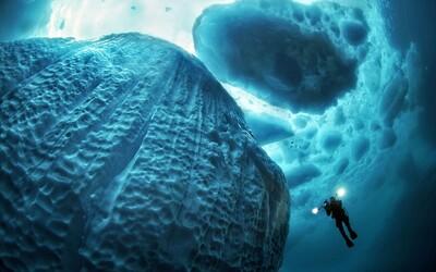 Grónske ľadovce v krištáľovo čistej vode vyzerajú priam strašidelne. Nemecký potápač zhotovil naozaj podarené zábery