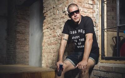 Guru české hip hopové scény Vladimir 518 se stal prvním umělcem, jehož tvář a podpis nese další limitovaná edice Red Bull Hero Can