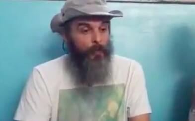 Guru Jára je vinen z dalších šesti znásilnění. Se svou spolupracovnicí ale uprchl na Filipíny