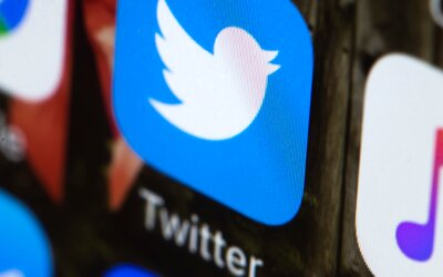 Hackeri cez profil šéfa Twitteru pridávali rasistické príspevky a obhajovali Hitlera aj holokaust