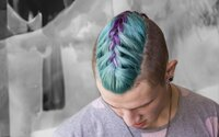 Hairstyler: Pánsky festivalový špeciál s dávkou extravagancie a pestrých farieb