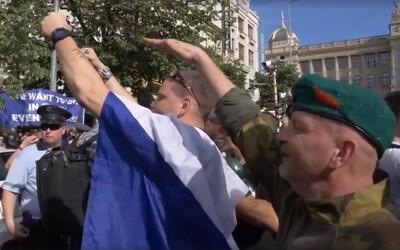 Hajlující muž z demonstrace SPD musí zaplatit pokutu 30 tisíc korun