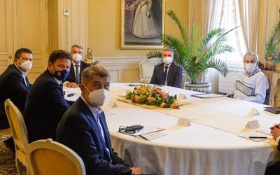 Hamáček a Babiš zamířili do Lán vymluvit prezidentovi oslavy 28. října