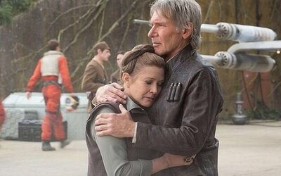 Han a Leia prežívajú na nových obrázkoch z The Force Awakens ťažké chvíle